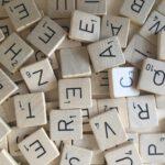 Leren lezen en rekenen met Scrabblestenen!
